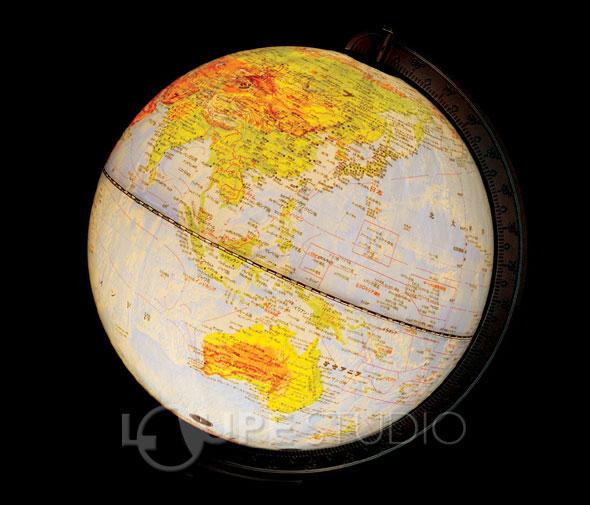 光るルックアップ地球儀