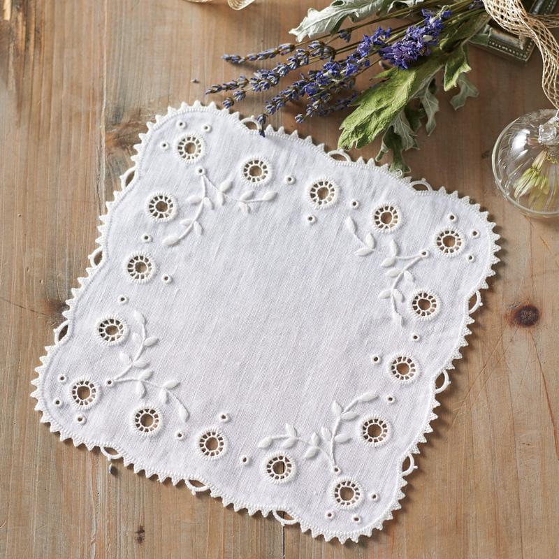 白糸 刺しゅうのキット ドイリー・スクエア 61426 Clover 刺繍 手芸 編物 裁縫 ソーイング 手作り ホビー クラフト