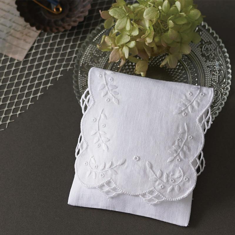 白糸 刺しゅうのキット サシェ・スクエア 61427 Clover 刺繍 手芸 編物 裁縫 ソーイング 手作り ホビー クラフト