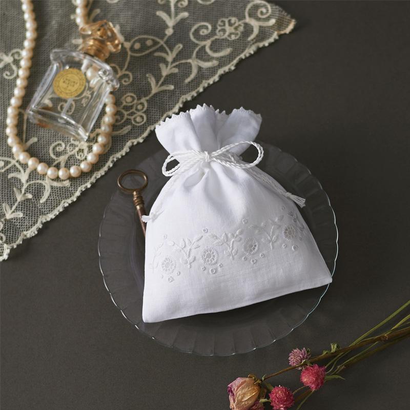 白糸 刺しゅうのキット ポーチ 61429 Clover 刺繍 手芸 編物 裁縫 ソーイング 手作り ホビー クラフト