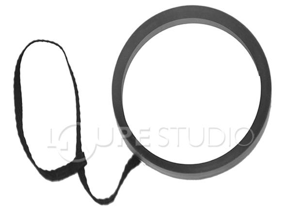ストラップの輪の部分にレンズを通して使います